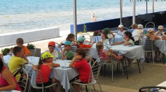 Vabljeni v poletno teniško šolo/kamp 2017 v organizaciji Teniškega kluba Koper.